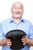 Χαμογελώντας παππούς που στέκεται με το καπέλο Στοκ φωτογραφίες με δικαίωμα ελεύθερης χρήσης