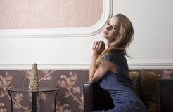 Χαμογελώντας περίπλοκη γυναίκα Στοκ Φωτογραφίες