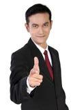 Χαμογελώντας το gesturing πυροβόλο όπλο επιχειρηματιών που δείχνεται σε σας, απομονωμένος στο wh Στοκ Φωτογραφίες