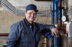 Χαμογελώντας υδραυλικός μηχανικών Στοκ Φωτογραφίες