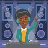 Χαμογελώντας DJ με την κονσόλα απεικόνιση αποθεμάτων