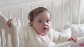 Χαμόγελα μωρών με τα πρώτα δόντια γάλακτος απόθεμα βίντεο
