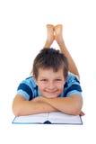 χαμόγελο αγοριών βιβλίων στοκ εικόνες
