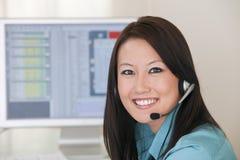 χαμόγελο υπηρεσιών υφασμάτων πελατών Στοκ εικόνα με δικαίωμα ελεύθερης χρήσης