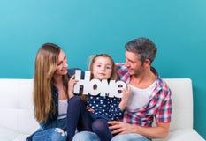 Χαμόγελο εγχώριων οικογενειών στοκ εικόνες με δικαίωμα ελεύθερης χρήσης