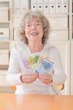 Χαμόγελο καλύτερου ager με τα χρήματα Στοκ Εικόνες