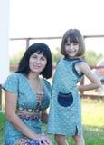 Χαμόγελο μητέρων και κορών στοκ εικόνα