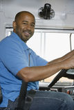 Χαμόγελο οδηγών σχολικών λεωφορείων Στοκ εικόνα με δικαίωμα ελεύθερης χρήσης