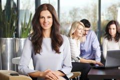χαμόγελο πορτρέτου επιχειρηματιών Στοκ Φωτογραφία