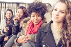 Χαμόγελο τεσσάρων νέο όμορφο κοριτσιών Στοκ φωτογραφία με δικαίωμα ελεύθερης χρήσης