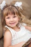 Χαμόγελο του αρκετά καυκάσιου πορτρέτου κοριτσιών Στοκ φωτογραφία με δικαίωμα ελεύθερης χρήσης