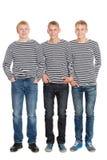 Χαμόγελο των τύπων στα ριγωτά πουκάμισα στην πλήρη αύξηση Στοκ Εικόνες