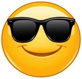 Χαμόγελο emoticon με τα γυαλιά ηλίου Ελεύθερη απεικόνιση δικαιώματος