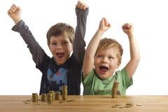χαρά αγοριών που πηδά δύο στοκ φωτογραφία με δικαίωμα ελεύθερης χρήσης