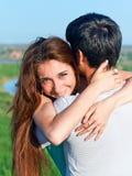 Χαρά και αισθησιασμός στη σχέση του ζεύγους του νέου pe στοκ εικόνες
