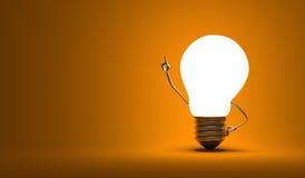 Χαρακτήρας λαμπών φωτός, στιγμή aha, πορτοκαλί υπόβαθρο Στοκ Εικόνα