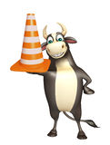 Χαρακτήρας κινουμένων σχεδίων του Bull με τον κώνο κατασκευής Στοκ Εικόνες