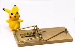 Χαρακτήρας παιχνιδιών Pickachu από Pokemon anime, και ποντικοπαγήδα Ekater Στοκ Εικόνα