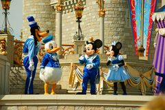 Χαρακτήρες της Disney στη σκηνή Στοκ εικόνες με δικαίωμα ελεύθερης χρήσης