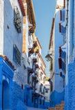 Χαρακτηριστικά άσπρα και μπλε κτήρια στην πόλη Chefchaouen, Μαρόκο Στοκ εικόνα με δικαίωμα ελεύθερης χρήσης