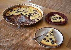 Χαρακτηριστικά γαλλικά clalfoutis κέικ Στοκ εικόνες με δικαίωμα ελεύθερης χρήσης