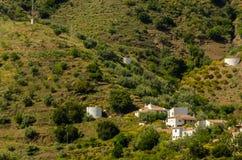Χαρακτηριστικά ισπανικά του χωριού σπίτια και καλλιεργήσιμο έδαφος στους λόφους του anda Στοκ φωτογραφίες με δικαίωμα ελεύθερης χρήσης