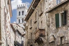 Χαρακτηριστικά κατοικημένα σπίτια στην πόλη Assisi, Ιταλία Στοκ Εικόνα