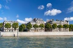 Χαρακτηριστικά σπίτια του Παρισιού, Γαλλία στοκ εικόνες με δικαίωμα ελεύθερης χρήσης