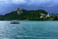 Χαρακτηριστικές ξύλινες βάρκες, στη σλοβένικη κλήση ` Pletna ` Στοκ Φωτογραφίες