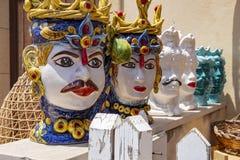Χαρακτηριστικές σισιλιάνες μάσκες αποκαλούμενες στοκ φωτογραφίες