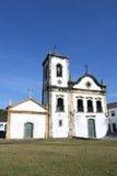 Χαρακτηριστική άσπρη αποικιακή Capela de Santa Ρίτα εκκλησία Paraty Βραζιλία στοκ φωτογραφία με δικαίωμα ελεύθερης χρήσης