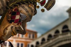 Χαρακτηριστική ενετική μάσκα του καρναβαλιού στοκ φωτογραφίες με δικαίωμα ελεύθερης χρήσης