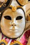 Χαρακτηριστική ζωηρόχρωμη μάσκα από τη Βενετία καρναβάλι, Βενετία Στοκ φωτογραφία με δικαίωμα ελεύθερης χρήσης