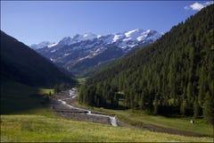 Χαρακτηριστική κοιλάδα στις Άλπεις Στοκ εικόνα με δικαίωμα ελεύθερης χρήσης
