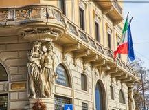 Χαρακτηριστική οικοδόμηση του Μιλάνου, Ιταλία στοκ φωτογραφία με δικαίωμα ελεύθερης χρήσης