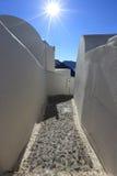 Χαρακτηριστική οδός και αρχιτεκτονική σε Santorini, Ελλάδα Στοκ Εικόνες