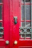 Χαρακτηριστική παλαιά ξύλινη πόρτα στο Πόρτο, Πορτογαλία r στοκ εικόνες