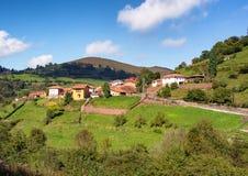 Χαρακτηριστική πόλη βουνών των αστουριών στην Ισπανία στοκ εικόνα με δικαίωμα ελεύθερης χρήσης