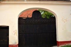 Χαρακτηριστική πύλη στο χωριό Vulcan στοκ εικόνες