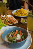 Χαρακτηριστική ταϊλανδική papaya τροφίμων σαλάτα, ταϊλανδικό κοκτέιλ, κάρρυ στην Ταϊλάνδη στοκ εικόνα με δικαίωμα ελεύθερης χρήσης