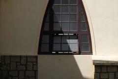 Χαρακτηριστική ogive αψίδα σε έναν καθεδρικό ναό στοκ φωτογραφίες με δικαίωμα ελεύθερης χρήσης