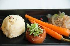 Χαρακτηριστικοί εκκινητές γευμάτων στα δευτερεύοντα πιάτα Στοκ εικόνα με δικαίωμα ελεύθερης χρήσης