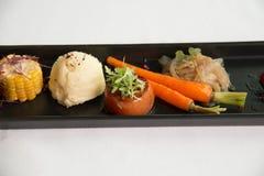 Χαρακτηριστικοί εκκινητές γευμάτων στα δευτερεύοντα πιάτα Στοκ φωτογραφίες με δικαίωμα ελεύθερης χρήσης