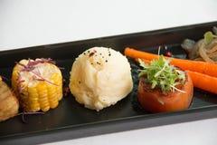 Χαρακτηριστικοί εκκινητές γευμάτων στα δευτερεύοντα πιάτα Στοκ Φωτογραφία