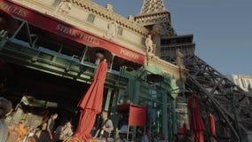 Χαρακτηριστικός γαλλικός καφές οδών στο ξενοδοχείο του Παρισιού στο Λας Βέγκας - ΗΠΑ 2017 απόθεμα βίντεο