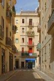 Χαρακτηριστικός διπλανός δρόμος πόλεων της Βαρκελώνης, Ισπανία στοκ εικόνες