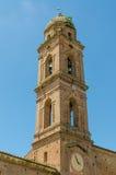 Χαρακτηριστικός ιστορικός ιταλικός πύργος εκκλησιών με τα κουδούνια και ρολόι στη Σιένα, Ιταλία, Ευρώπη στοκ εικόνα με δικαίωμα ελεύθερης χρήσης
