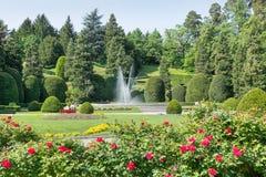 Χαρακτηριστικός και διάσημος συμμετρικός ιταλικός κήπος - giardino όλο το italiana ` - ή επίσημος κήπος στο κέντρο πόλεων του Βαρ στοκ φωτογραφία