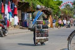 Χαρακτηριστικός πλανόδιος πωλητής σε Hoi, Βιετνάμ Στοκ Εικόνα