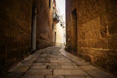 Χαρακτηριστικός στενός δρόμος σε Mdina στοκ φωτογραφίες με δικαίωμα ελεύθερης χρήσης
